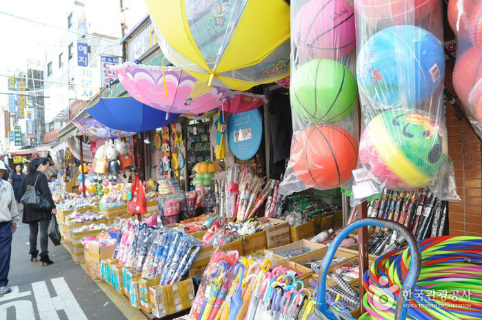 Dongdaemun-Toys-and-Stationery-Street-1