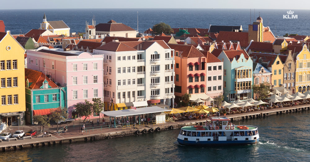 Curacao_Willemstad_houses-from-above_linkad