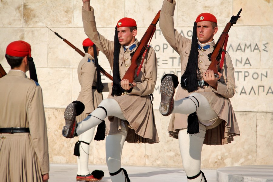 9-2_changing-of-the-guard-on-syntagma-square